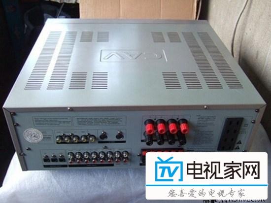 cav音响功放接线方法   如果原来电脑后面只有3个接口,一个红,一个绿,一个蓝的话,这三个接口都是音频输出接口,如果后面是2排6个音频输出接口的话,请参考主板说明书或者音频设置说明。当电脑后面3个接口都变成了音频输出接口的时候,就必须接3跳音频输出线到5.1的功放上面,功放必须是可以接6个莲花接头的那种,因为一条数据线接电脑后,接到功放上是2个莲花头,5.