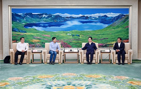 雷军造访一汽集团洽谈合作事宜;雷鸟发布新极客II鹤5系列电视